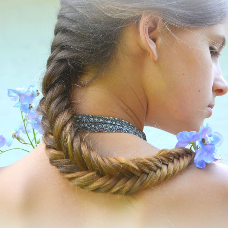 Model with fishtail braid